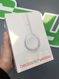 Beats solo 3 noise cancelling SEALED  New Westminster, V3M 5T7