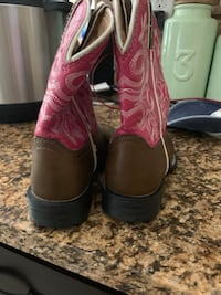 Used pink leather boots Crestview, 32539