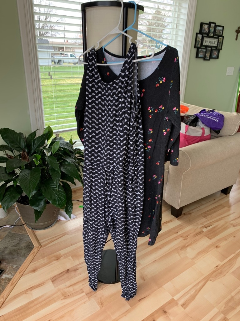 Photo 2 pc Lot Women's Old Navy outfits