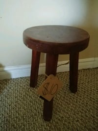 round brown wooden side table Lincoln, L0R 1B3