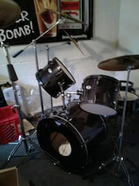black and gray Pearl drum set Henderson, 42420
