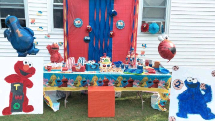 Photo Elmo and cookie monster birthday party decoration