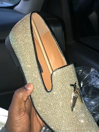 Pair of gold  glittered slip-on shoes New Orleans, 70126