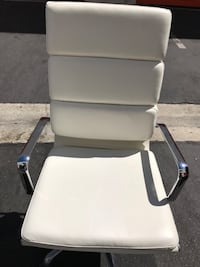 WHITE LEATHER OFFICE CHAIR—FIRM ON PRICE Los Angeles, 90016