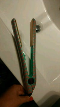 Limited edition chi straightener London, N5Y 3S3