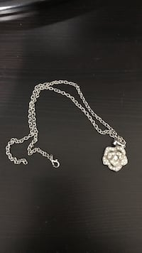 Rose crystal necklace White Rock, V4B 1G9