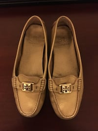 Pair of beige leather tory burch leather flats Taylors, 29687