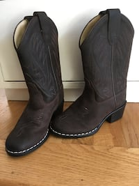 New kids toddler size 9 Old West leather cowboy boots. Pick up in Springfield, VA. Springfield, 22152