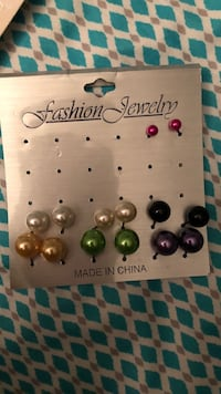 assorted pairs of earrings lot West Kendall, 33193