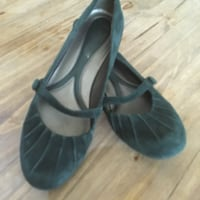 Green suede Naturalizer flats  3160 km