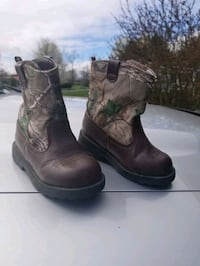 RealTree Toddler Size 8 boots
