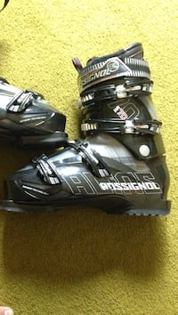 Ski boots rossignol like new worn once size 5 youth New Westminster, V3M 2P7