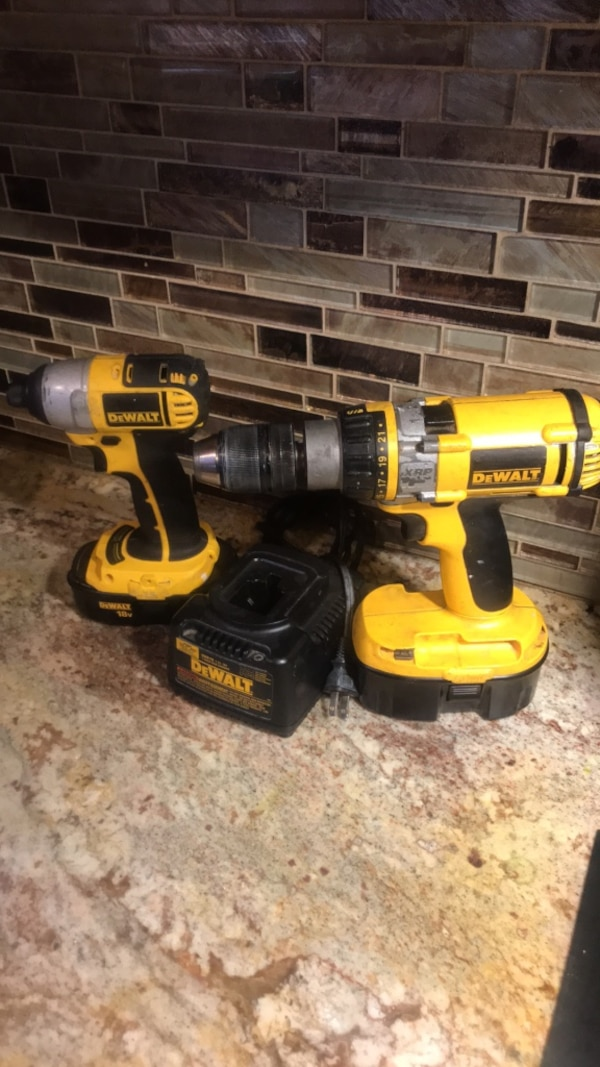 DeWalt drill set with charger two batteries