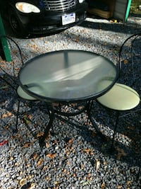 Vintage ice cream table w/2chairs Winchester, 22603