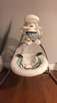 Fisher price baby swing  Grimsby, L3M