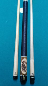 McDermott pool cue with two shaft Brampton, L6Z 2T5