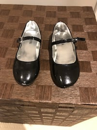 Kenneth Cole shoes girls size 11 Toronto, M2R 1C4