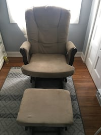 Black and gray glider chair 811 km