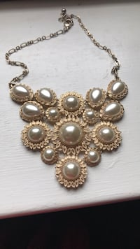 Vintage gold and pearl statement necklace Philadelphia, 19128