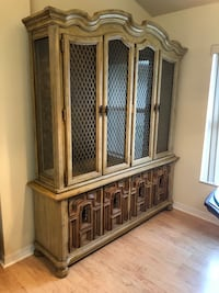 Beautiful Solid China Cabinet College Park, 30349