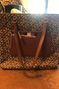 Tommy Hilfiger tote with wristlet CLINTON