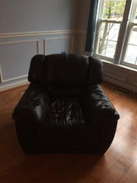 Brown leather chair in good condition. Clarksburg, 20871
