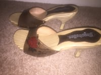 pair of brown leather open-toe sandals Monroeville, 15146