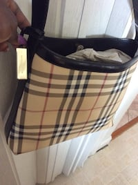 Authentic Burberry tote bag . Use only 2 times , almost new ! Adelphi, 20783