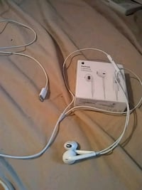 white Apple EarPods with box 2297 mi