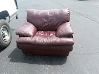 Genuine leather wine color chair Victorville, 92395