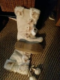 Off white fur boots  Allendale Charter Township, 49401