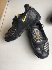 Youth size 2.5 turf soccer shoes Montréal, H8N