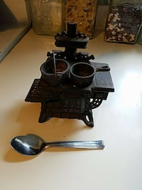 Antique cook stove model. Smithville, 37166