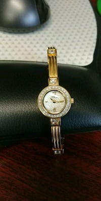 round gold-colored analog watch with link bracelet Ottawa, K2B