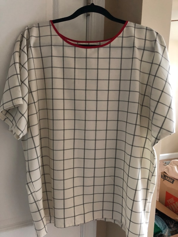 white and red plaid crew neck shirt