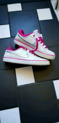 white & pink Nike trainers Greater London, N18 2BS