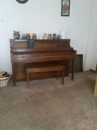 Piano withbench 411 mi