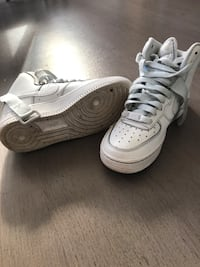 paire de Nike Air Force 1 blanche Paris, 75001