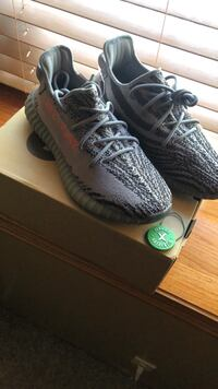 Completely authentic Yeezy 350 boost V2 size 10.5 Cottage Grove, 55016