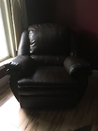 Brown Leather Recliner  Manassas, 20112