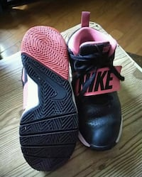 pair of black-and-red Nike basketball shoes Biloxi, 39531