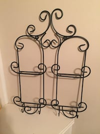 Black Cast Iron picture/plate wall Holder.  Byram, 39272