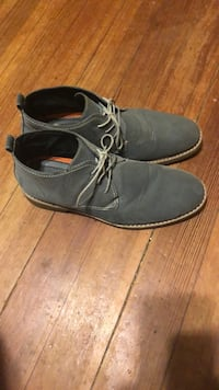 pair of gray suede shoes Shreveport, 71109