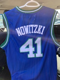Retro Dallas Mavs - Dirk Nowitzki Jersey Large