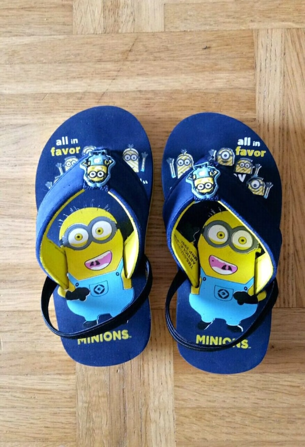 Minion sandals kids size 27