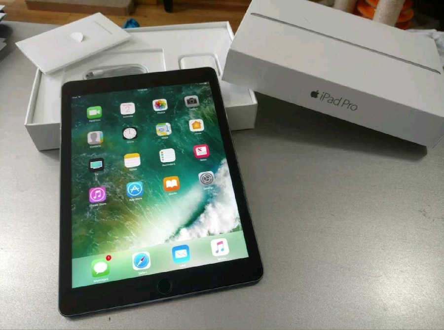 ipad pro 32gb space grey wifi in new york letgo. Black Bedroom Furniture Sets. Home Design Ideas