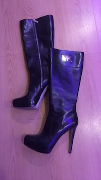 pair of black leather heeled boots Laval, H7G