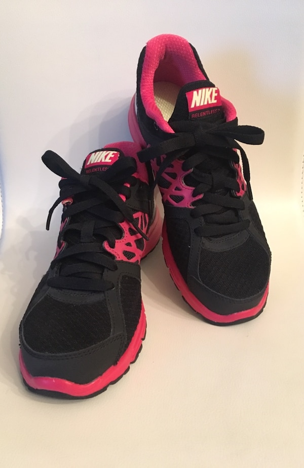 NIKE Running Shoes           •closet clean out•