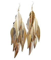 Golden coloured metallic earrings Toronto, M9W 7J5