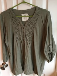 Woman's size Large Sears top -$8 538 km